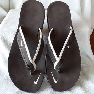 Nike flip flops 😀😀😀